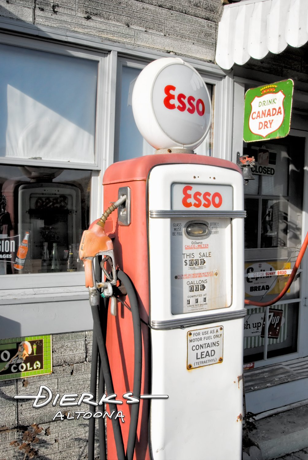 VintageEsso Gas Pump in Red
