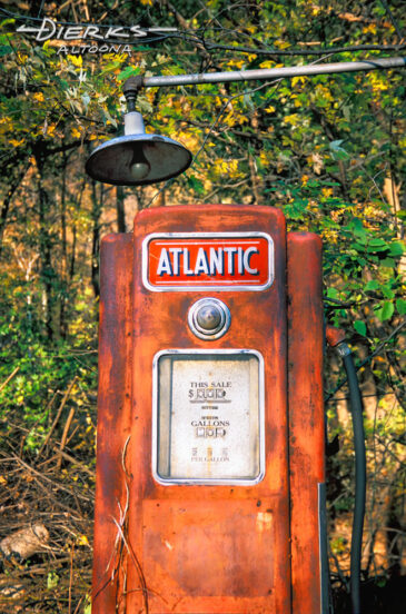A vintage Atlantic gas pump in portrait showing 29 cents a gallon with one blackened light bulb above.